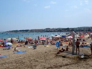 Fullt pa stranden i PlatjaDaro