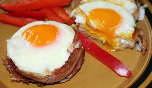 bacon and egg toast cup